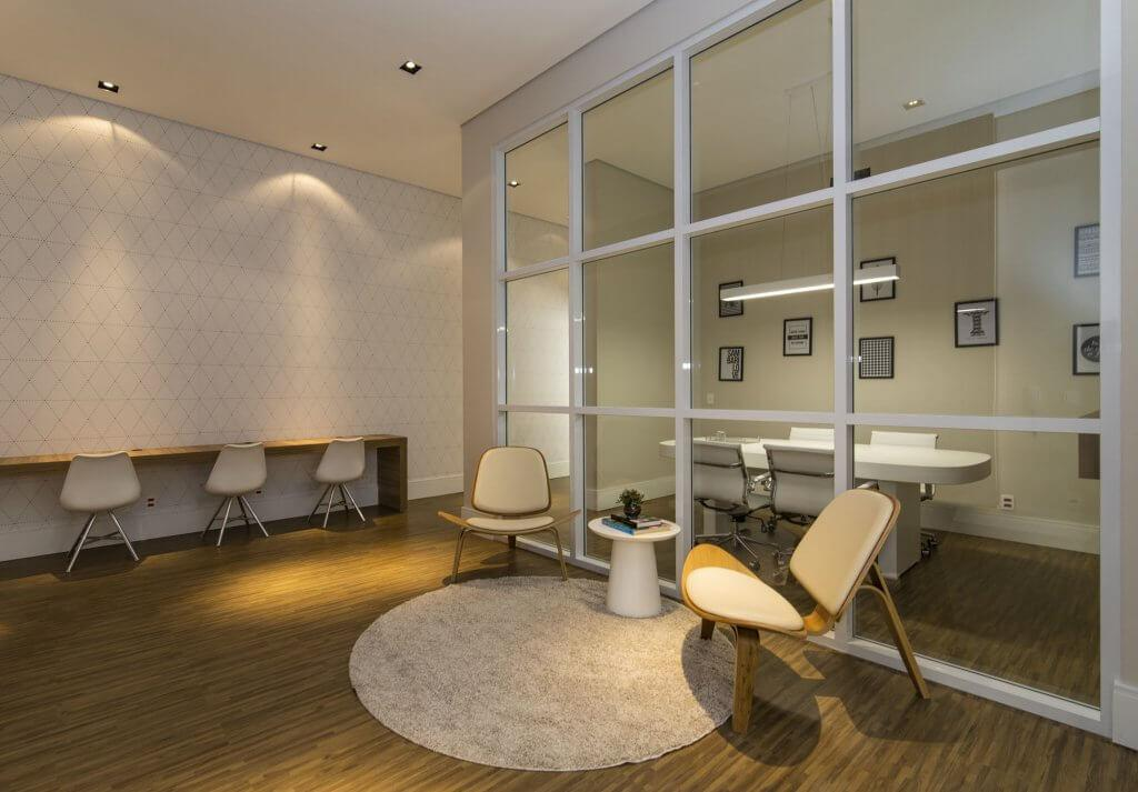 A condominium in the south of São Paulo, Grand Panamby, offers residents an office space with a meeting room.