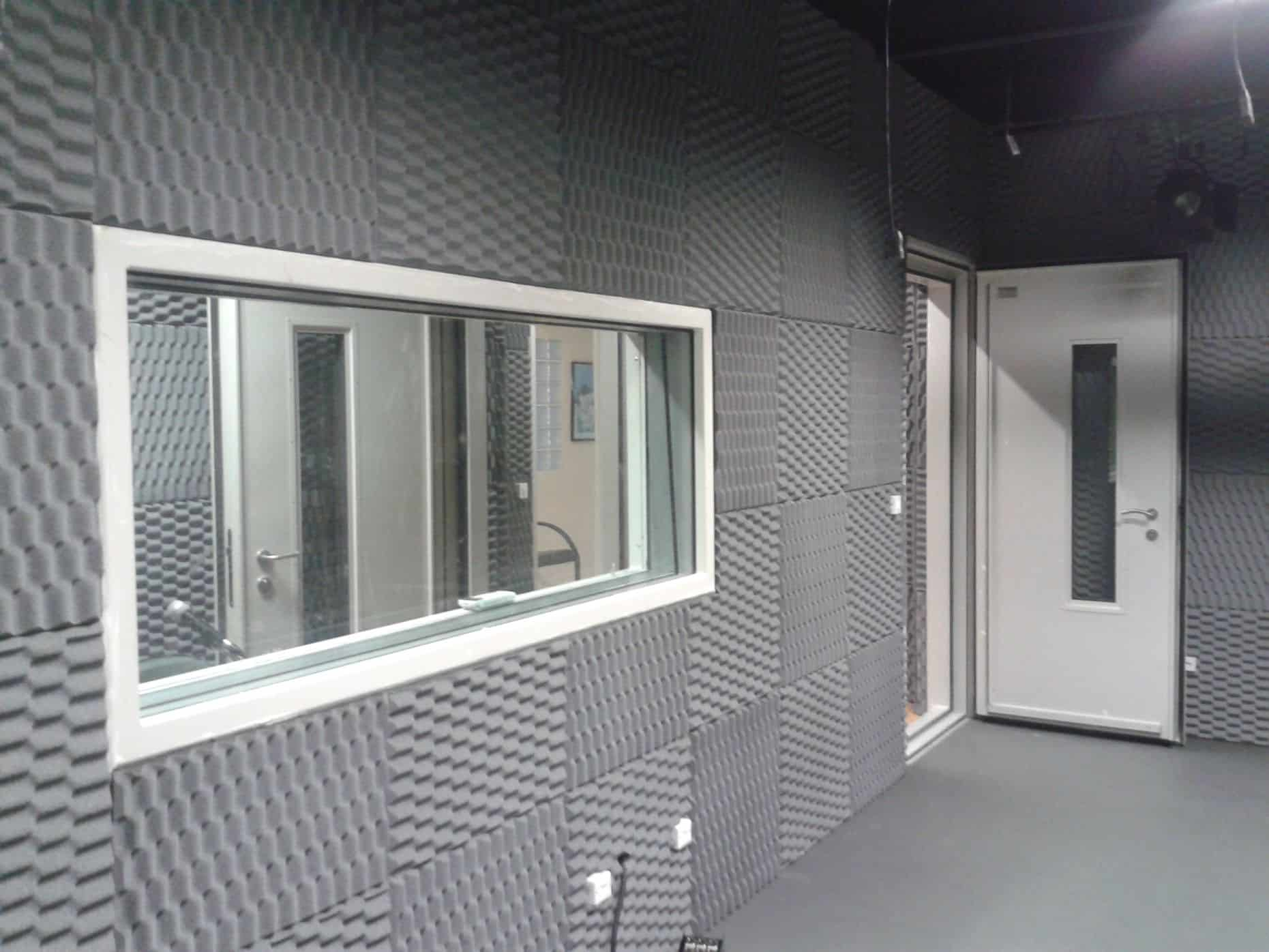 Acoustic control glass