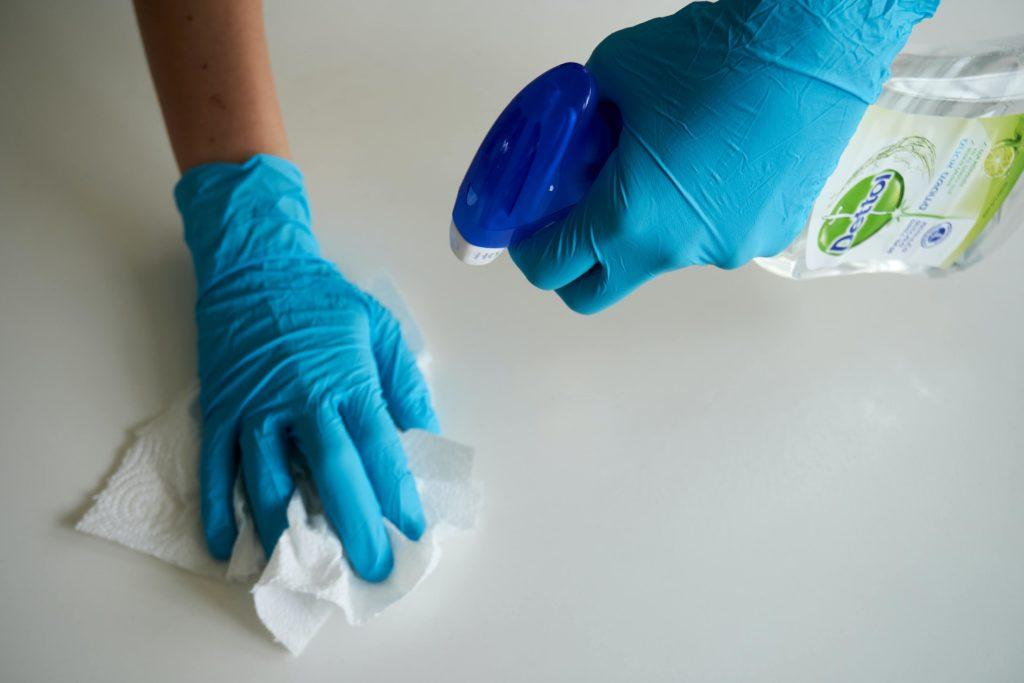 Cleaning, if done once a month, guarantees a refrigerator without bad smells.