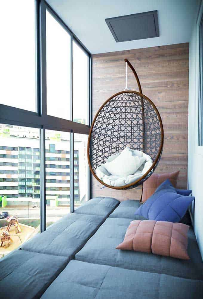 Floating seat