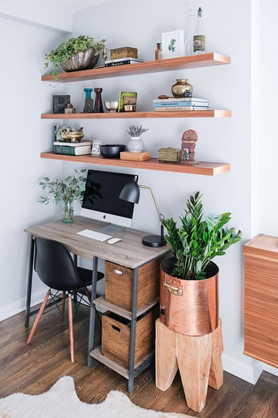 Plants and woods bring comfort to the work environment.