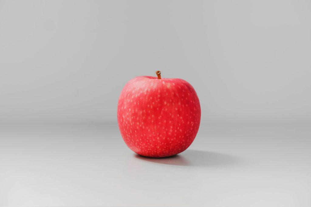 Red apple, simple and easy method to get the smell out of the fridge.