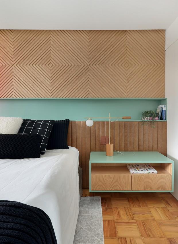Wall niche in the bedroom, apartment designed by Rafael Zalc.